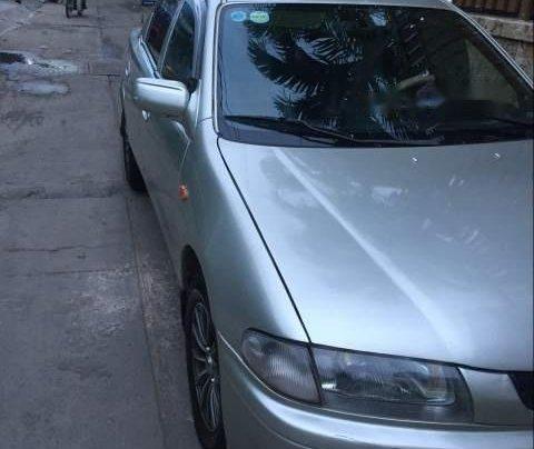 Cần bán lại xe Mazda 323 đời 2000, màu bạc0