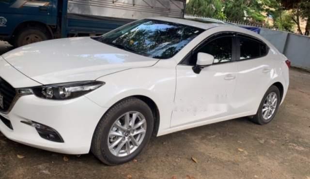 Bán Mazda 3 1.5L đời 2018, màu trắng, xe nữ sử dụng3