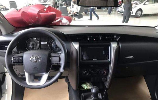 Bán ô tô Toyota Fortuner 2.4 MT sản xuất năm 2019, màu trắng, mới 100%2