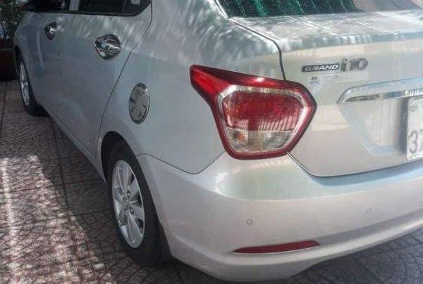 Cần bán xe Hyundai Grand i10 sản xuất 2017, màu bạc, nhập khẩu, xe gia đình4