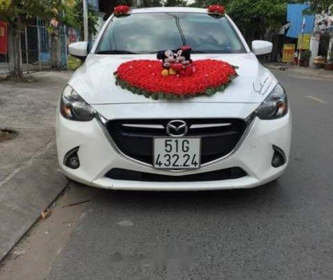 Cần bán Mazda 2 AT sản xuất 2017, màu trắng, xe nhà mình mua mới 7/20171