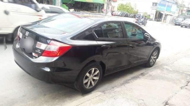 Bán Honda Civic sản xuất năm 2013, màu đen, máy êm2