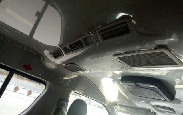 Bán Toyota Hiace sản xuất 2006, màu bạc 5