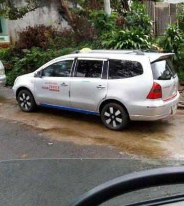 Cần bán gấp Nissan Grand Livina 2012, xe nhập, xe đang kinh doanh dịch vụ taxi0