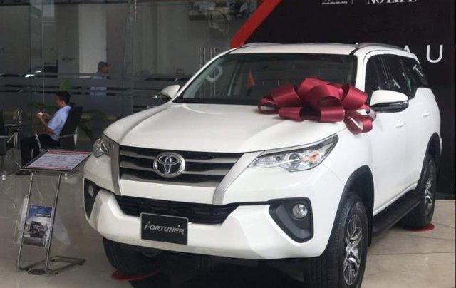 Bán ô tô Toyota Fortuner 2.4 MT sản xuất năm 2019, màu trắng, mới 100%0