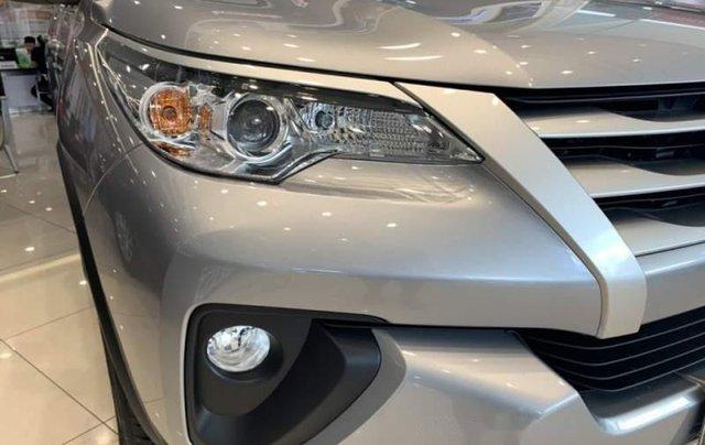 Cần bán xe Toyota Fortuner sản xuất năm 2019, màu xám2