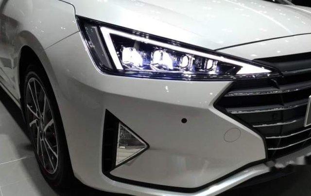 Bán ô tô Hyundai Elantra 2.0AT 2019, mới hoàn toàn5