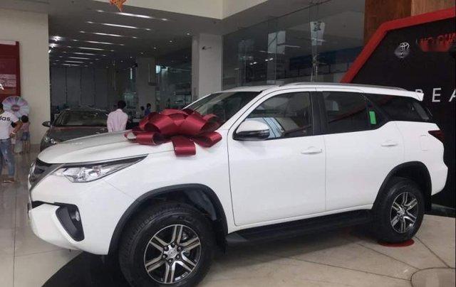 Bán ô tô Toyota Fortuner 2.4 MT sản xuất năm 2019, màu trắng, mới 100%1