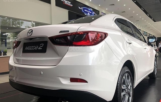 Bán Mazda 2 Deluxe năm 2019, màu trắng, xe nhập, giá tốt1