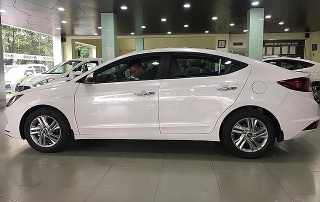 Bán xe Hyundai Elantra 1.6 AT 2019, màu trắng, giá cạnh tranh0