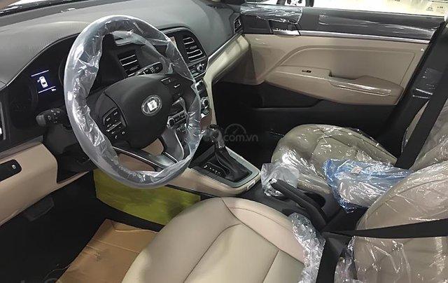 Bán xe Hyundai Elantra 1.6 AT 2019, màu trắng, giá cạnh tranh1