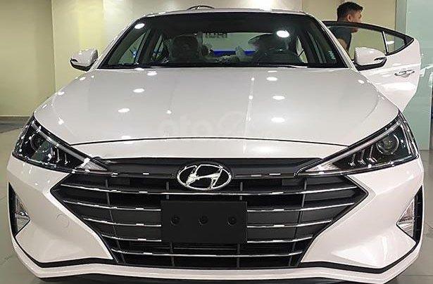 Bán xe Hyundai Elantra 1.6 AT 2019, màu trắng, giá cạnh tranh2