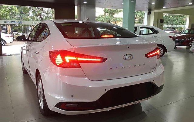 Bán xe Hyundai Elantra 1.6 AT 2019, màu trắng, giá cạnh tranh4
