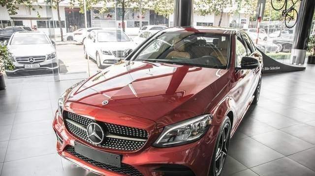 Bán Mercedes C300 AMG năm sản xuất 2019, màu đỏ, mới tinh 100% 0