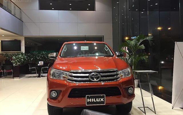 Bán Toyota Hilux 2.4E 4x2 AT đời 2019, nhập khẩu, 695tr.0