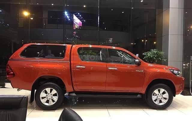 Bán Toyota Hilux 2.4E 4x2 AT đời 2019, nhập khẩu, 695tr.1