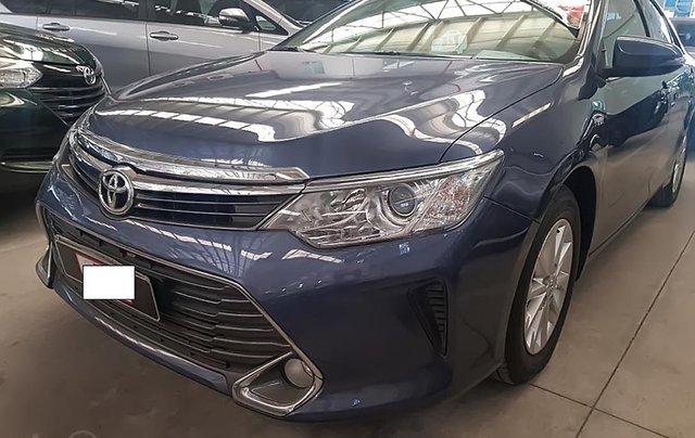 Bán xe cũ Toyota Camry 2.0E đời 2015, màu xanh ghi0