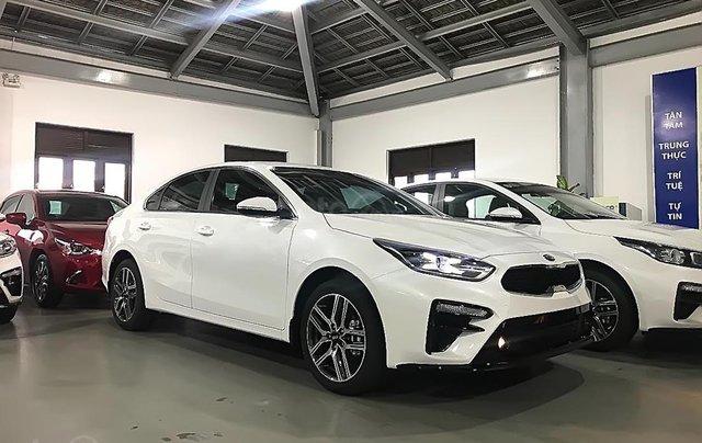 Bán Kia Cerato 2.0 AT Premium 2019, màu trắng, giá tốt0