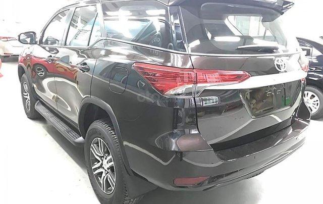 Bán Toyota Fortuner 2.4G 4x2 MT đời 2019, màu đen, nhập khẩu1