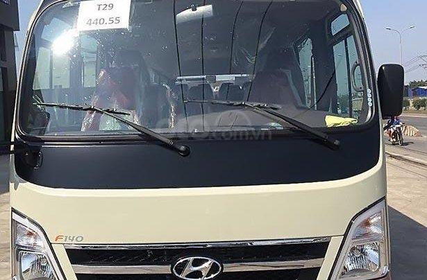 Cần bán xe Hyundai County New đời 2019, màu kem (be)0