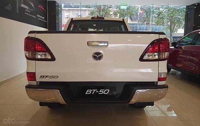 Bán Mazda BT 50 2.2L 4x2 AT 2019, màu trắng, xe nhập1