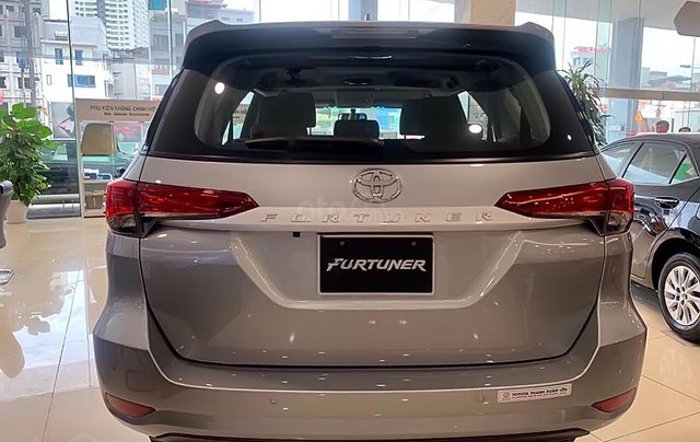 Bán xe Toyota Fortuner 2.4L năm 2019, màu bạc3