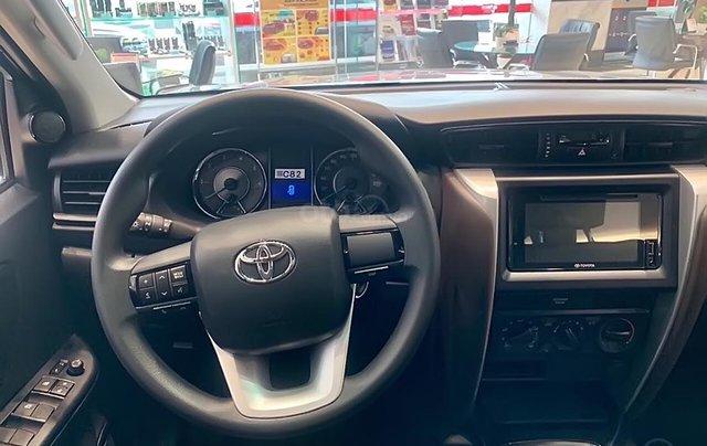 Bán xe Toyota Fortuner 2.4L năm 2019, màu bạc1