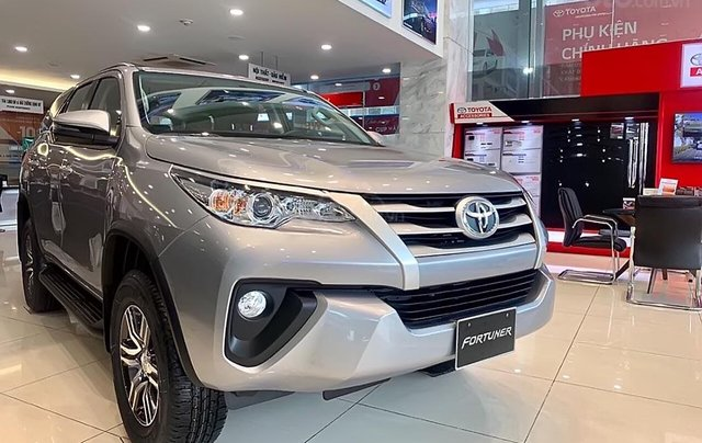 Bán xe Toyota Fortuner 2.4L năm 2019, màu bạc4