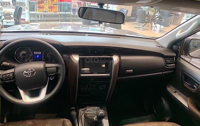 Bán xe Toyota Fortuner 2.4L năm 2019, màu bạc2