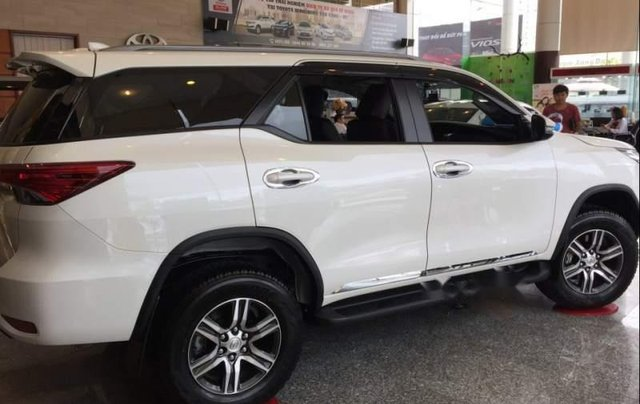 Cần bán Toyota Fortuner năm 2019, xe đủ màu giao ngay5