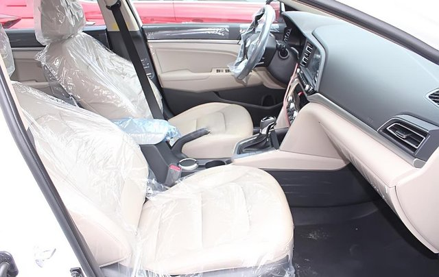 Cần bán xe Hyundai Accent 1.4 MT Base đời 2019, màu trắng3