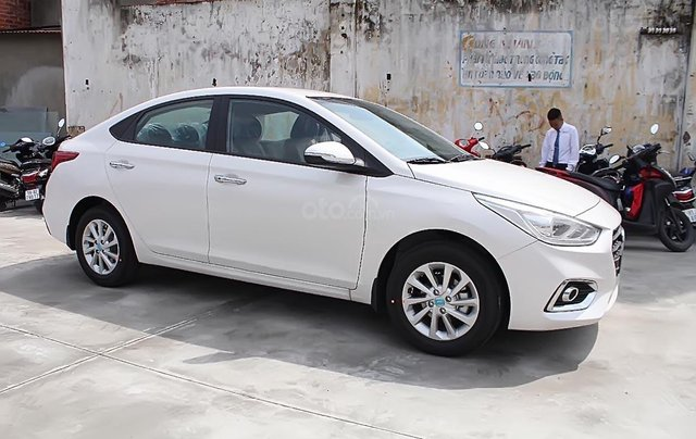 Cần bán xe Hyundai Accent 1.4 MT Base đời 2019, màu trắng0