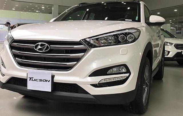 Bán Hyundai Tucson đời 2019, màu trắng0