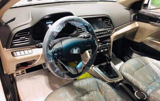 Bán Hyundai Elantra 2.0 năm 2019, màu đỏ1