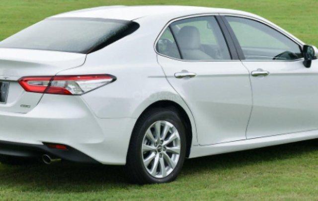 Cần bán Toyota Camry D năm sản xuất 2019, màu trắng, nhập khẩu Thái Lan0