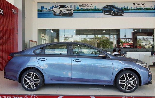 Kia Quảng Ninh bán gấp chiếc KIA Cerato Standard đời 2019, màu xanh lam, giá cực rẻ2