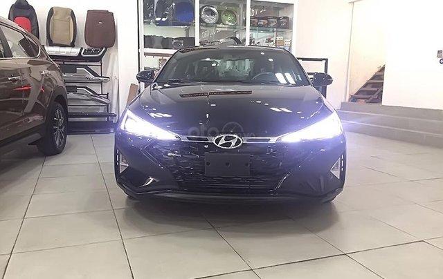 Cần bán Hyundai Elantra Sport 1.6 AT 2019, màu đen, giá chỉ 750 triệu0