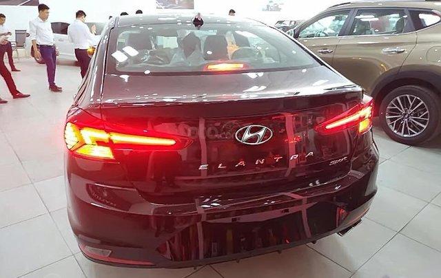 Cần bán Hyundai Elantra Sport 1.6 AT 2019, màu đen, giá chỉ 750 triệu2
