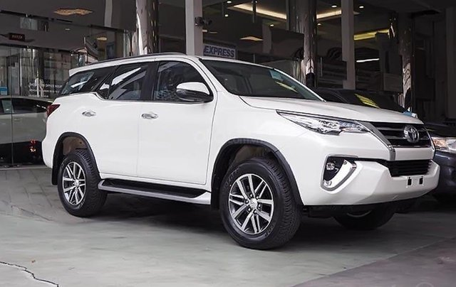 Bán ô tô Toyota Fortuner 2.4G đời 2019, màu trắng0