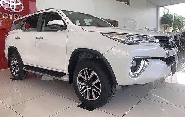 Bán xe Toyota Fortuner 2.8V 4x4 AT năm 2019, màu trắng0