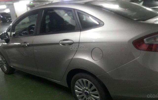 Cần bán Ford Fiesta đời 2013, màu bạc0