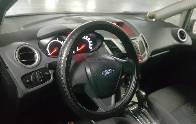 Cần bán Ford Fiesta đời 2013, màu bạc1