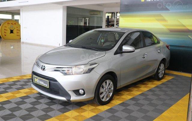 Cần bán xe Toyota Vios E 1.5AT sản xuất 2017, màu bạc0