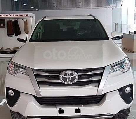 Cần bán xe Toyota Fortuner 2.4G 4x2 MT 2019, màu trắng0