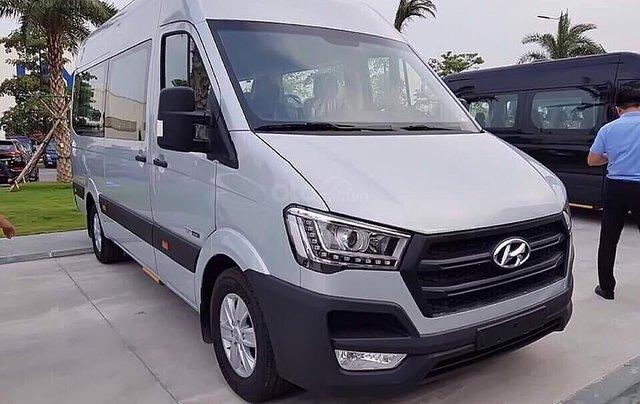 Cần bán xe Hyundai Solati H350 2.5 MT đời 2019, màu bạc0