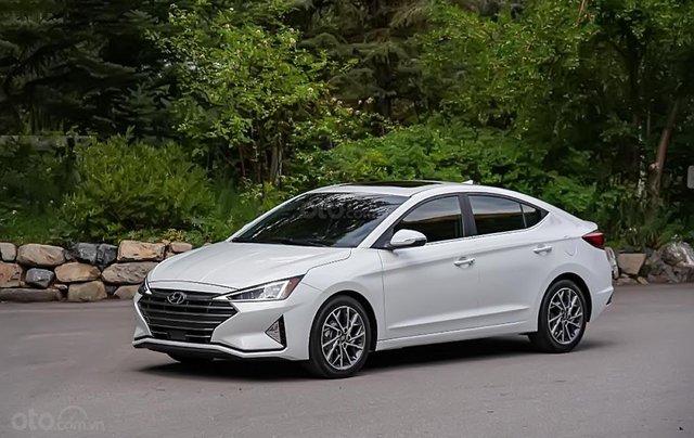 Bán ô tô Hyundai Elantra năm sản xuất 2019, màu trắng, giá 655tr0