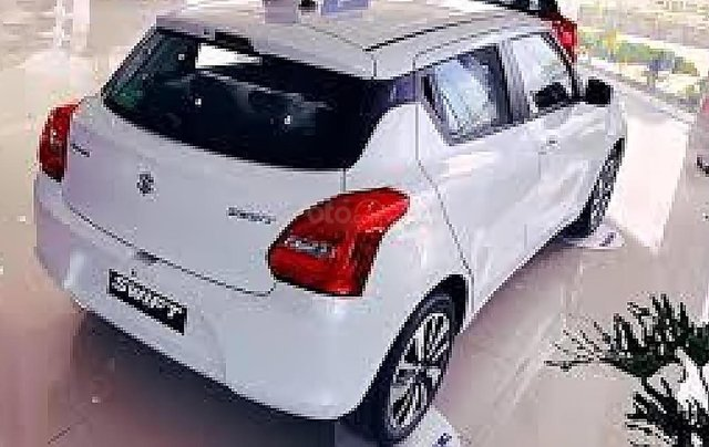 Bán Suzuki Swift GLX 1.2 AT đời 2019, màu trắng, xe nhập0