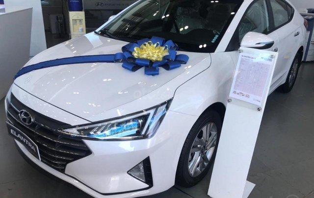 Bán ô tô Hyundai Elantra 1.6 AT đời 2019, màu trắng, giá tốt0