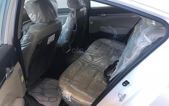 Bán ô tô Hyundai Elantra 1.6 AT đời 2019, màu trắng, giá tốt4
