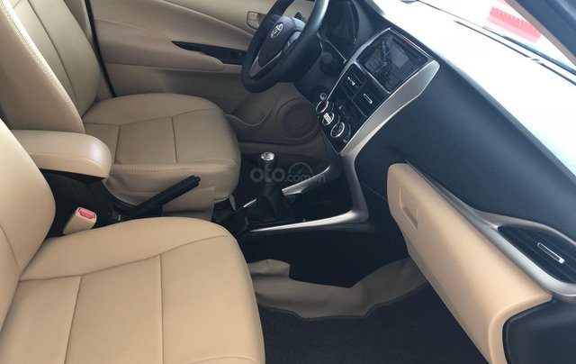 Bán Toyota Vios 1.5E số sàn năm sản xuất 2019, màu trắng giao ngay2
